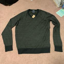 American Eagle Outfitters Sweaters   American Eagle Mens V Neck Sweatshirt   Color: Green   Size: M