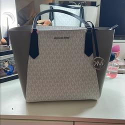 Michael Kors Bags   Authentic Mint Condition Michael Kors Tote Bag   Color: Black/Silver   Size: Med Size Tote
