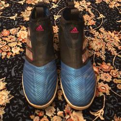 Adidas Shoes   Good Quality Adidas In Door Soccer Shoes Sports   Color: Black/Blue   Size: 10