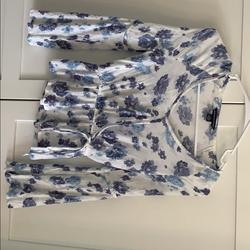 American Eagle Outfitters Tops | American Eagle Ls Whiteblue Flowers Size Xxs | Color: White | Size: Xxs