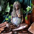 Millennial Gaia Statue, Mother Earth Goddess Statue, Home and Garden Decorative Figurine (A)