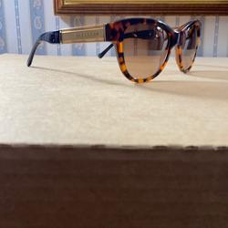 Burberry Accessories   Brown Tortoise Shell Burberry Sunglasses   Color: Brown   Size: Os