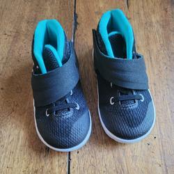 Nike Shoes   Euc Kyrie Irving Nike Shoes   Color: Black   Size: 7bb