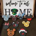 TTCPUYSA Mi-ckey Mother's Day Welcome Sign Interchangeable Front Door Sign,Mi-ckeys Welcome to Our Home Interchangeable Icons Sign,DIY Seasonal Welcome Sign Hanger Sign Decoration Gifts (C)