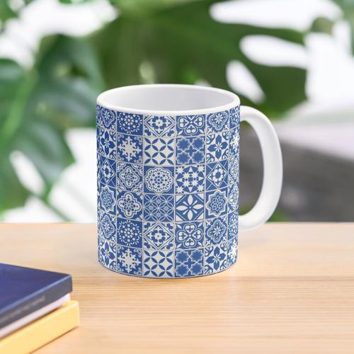 Blaue kleine Fliesen Muster Tasse