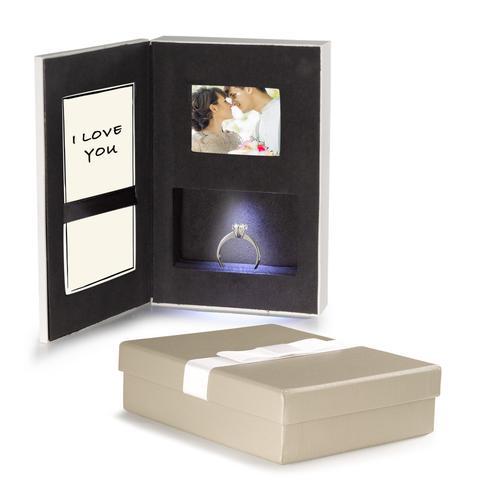 Schmuckverpackung für Ring mit Beleuchtung und Bildschirm