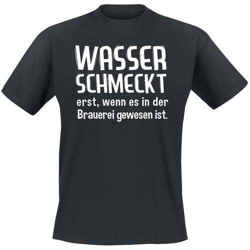 Wasser schmeckt erst, wenn es in der Brauerei gewesen ist Herren-T-Shirt - schwarz