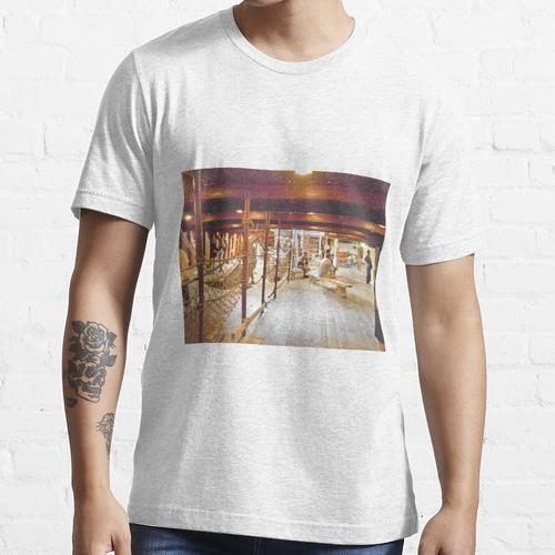 Unter Decks Essential T-Shirt