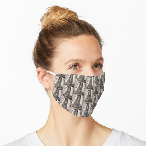 Abflussrohre an eine Wand gelehnt Maske