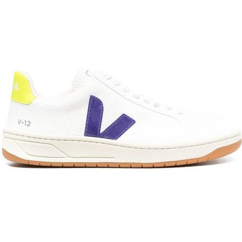 Veja Sneakers mit seitlichem Logo